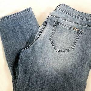 Women's Jennifer Lopez Light Wash Capri Jeans